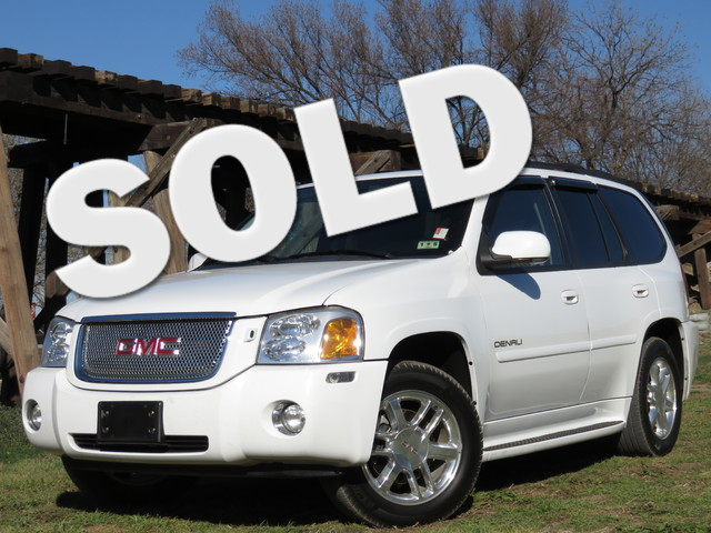 2006 GMC Envoy Denali V8 2WD CLEAN CARFAX TEXAS DENALI ROOF DVD 6-DISC LEATHER Extremely cl