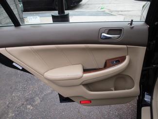 2006 Honda Accord EX-L V6 with NAVI Milwaukee, Wisconsin 11