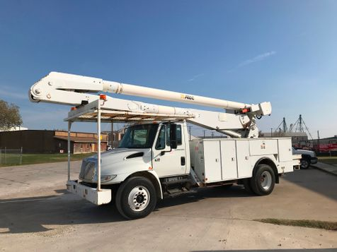 2006 International 4300 BUCKET TRUCK  in Fort Worth, TX