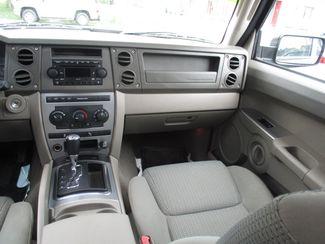 2006 Jeep Commander Milwaukee, Wisconsin 14