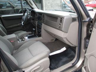2006 Jeep Commander Milwaukee, Wisconsin 21