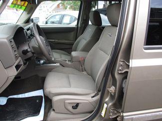 2006 Jeep Commander Milwaukee, Wisconsin 7