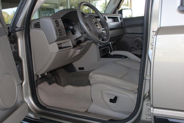 2006 Jeep Commander RWD - 3RD ROW - REAR AIR! Mooresville , NC 27