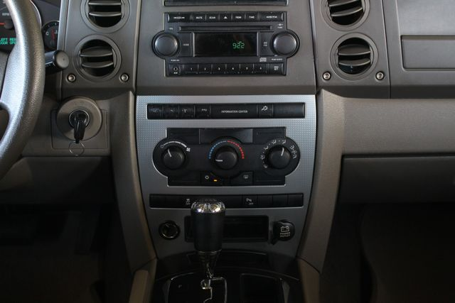 2006 Jeep Commander RWD - 3RD ROW - REAR AIR! Mooresville , NC 8
