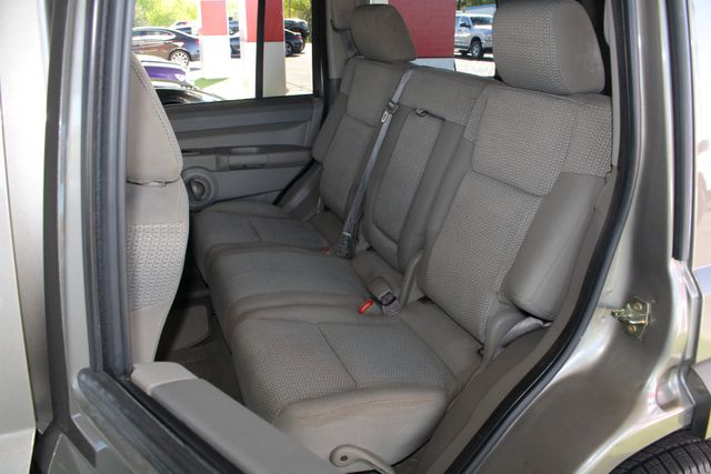 2006 Jeep Commander RWD - 3RD ROW - REAR AIR! Mooresville , NC 9