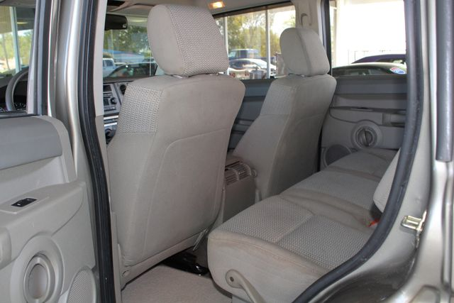 2006 Jeep Commander RWD - 3RD ROW - REAR AIR! Mooresville , NC 37