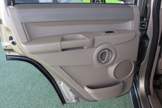 2006 Jeep Commander RWD - 3RD ROW - REAR AIR! Mooresville , NC 41