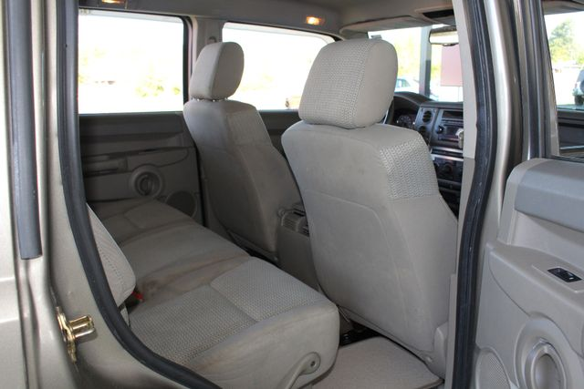 2006 Jeep Commander RWD - 3RD ROW - REAR AIR! Mooresville , NC 36