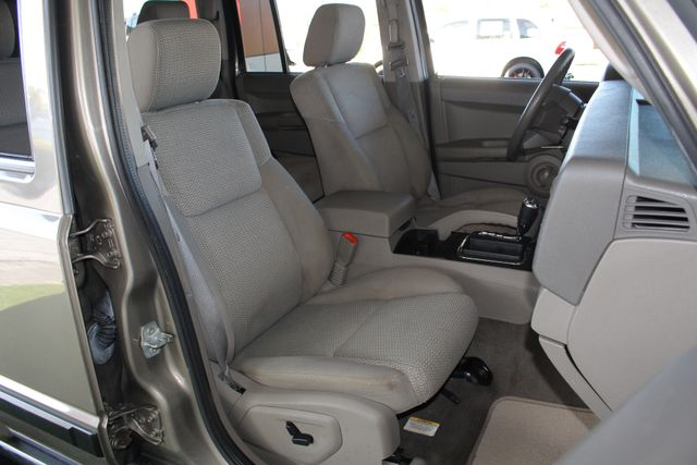2006 Jeep Commander RWD - 3RD ROW - REAR AIR! Mooresville , NC 12