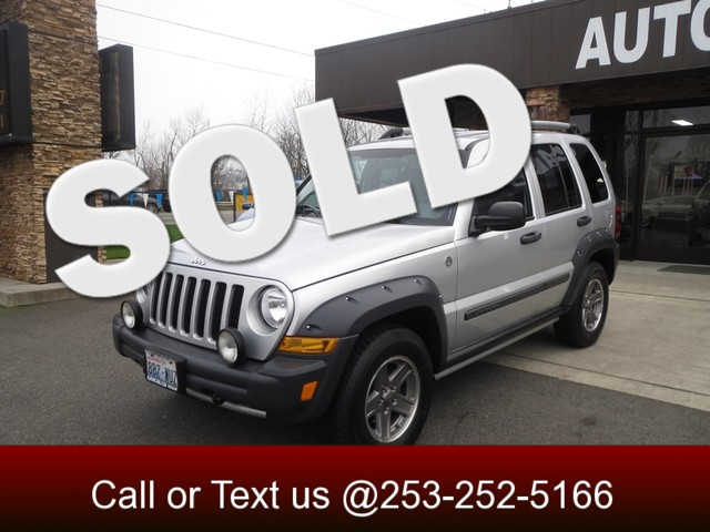 2006 Jeep Liberty Renegade 4WD It all starts up front with our 2006 Libertys rugged grille featur