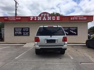2006 Lincoln Navigator Luxury Devine, Texas 1