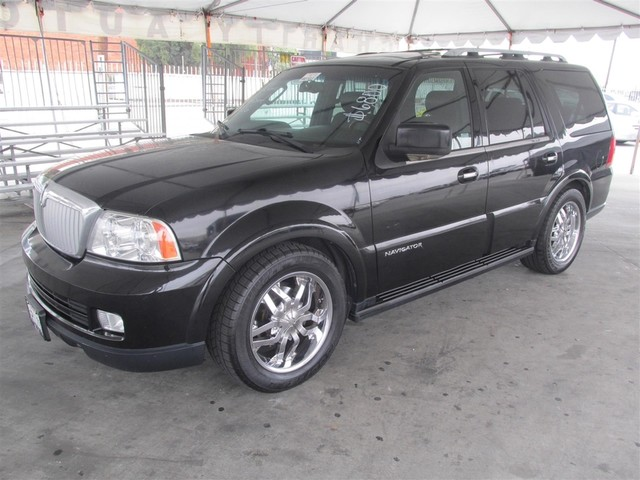 2006 Lincoln Navigator Luxury This particular Vehicle comes with 3rd Row Seat Please call or e-ma