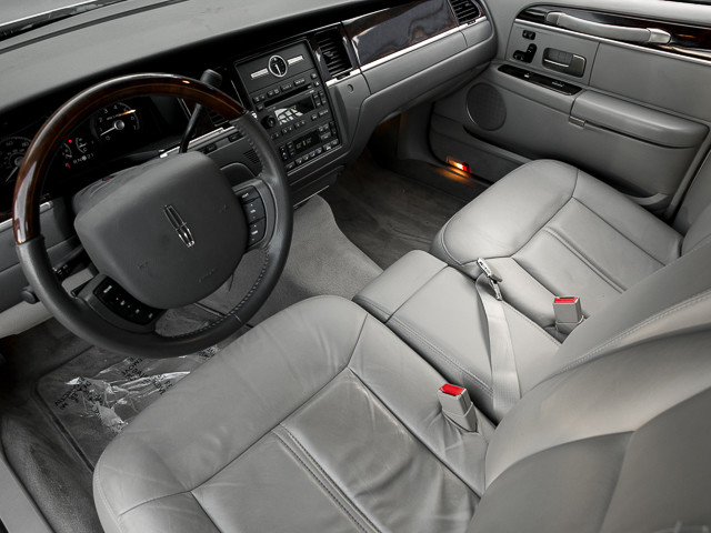 2006 Lincoln Town Car Signature Limited Burbank, CA 10