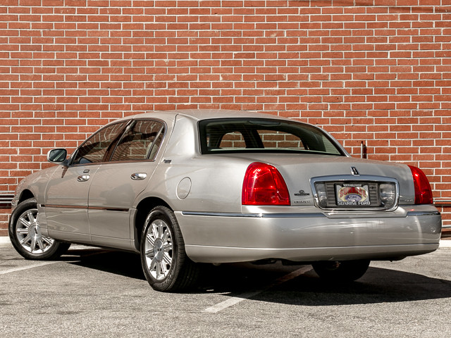 2006 Lincoln Town Car Signature Limited Burbank, CA 5