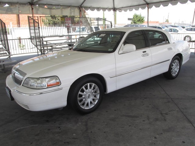 2006 Lincoln Town Car Signature Please call or e-mail to check availability All of our vehicles