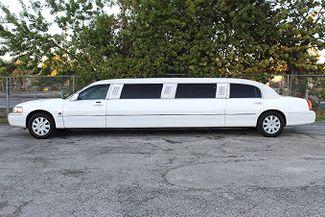 2006 Lincoln Town Car Executive w/Limousine Pkg Hollywood, Florida 6