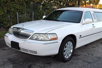 2006 Lincoln Town Car Executive w/Limousine Pkg Hollywood, Florida 8