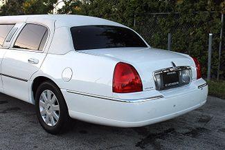2006 Lincoln Town Car Executive w/Limousine Pkg Hollywood, Florida 9