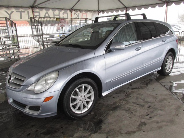 2006 Mercedes R350 35L This particular Vehicle comes with 3rd Row Seat Please call or e-mail to