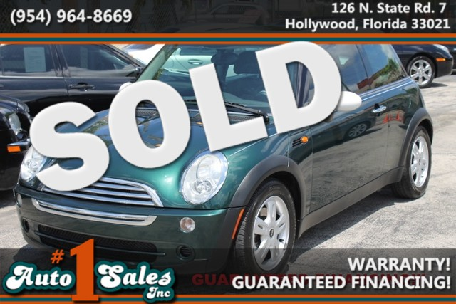 2006 MINI Hardtop  WARRANTY CARFAX CERTIFIED AUTOCHECK CERTIFIED 2 OWNERS FLORIDA VEHICLE