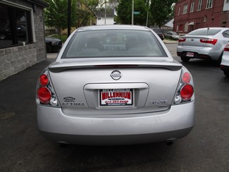 2006 Nissan Altima 3.5 SE Milwaukee, Wisconsin 4