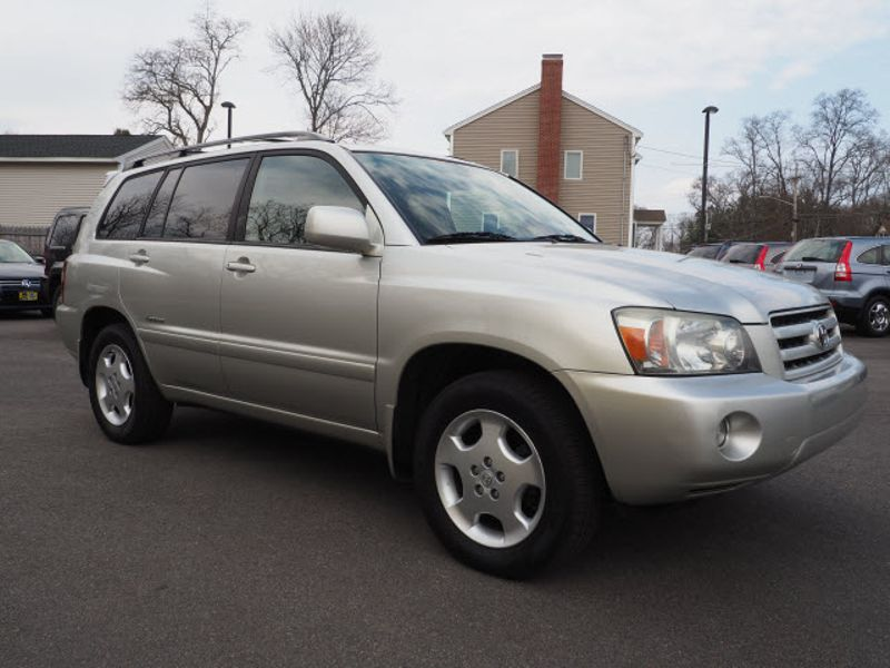 2006 Toyota Highlander Limited w/3rd Row | Whitman, Massachusetts | Martin's Pre-Owned