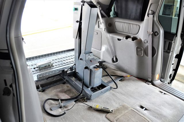 2006 Toyota Sienna XLE Limited HANDICAP MOBILITY VAN Reseda, CA 27