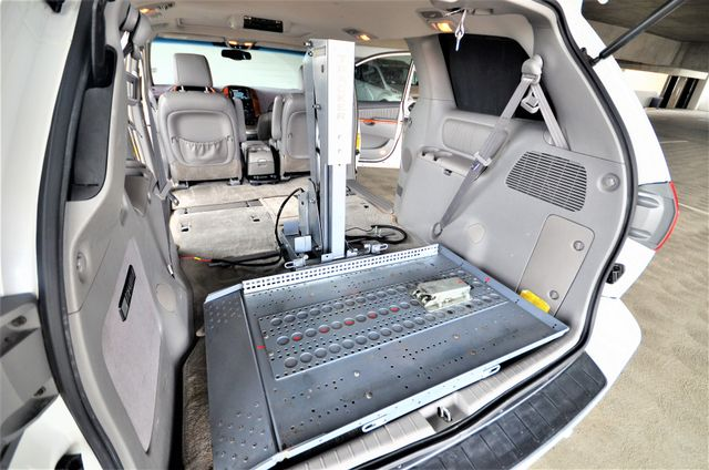 2006 Toyota Sienna XLE Limited HANDICAP MOBILITY VAN Reseda, CA 30