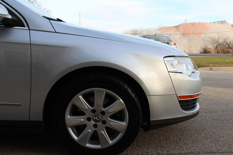 2006 Volkswagen Passat 20T  Lake Forest IL  Executive Motor Carz  in Lake Forest, IL