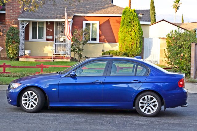 2007 BMW 328i SPORTS / PREMIUM PKG NAVIGATION XENON HEATED SEATS SERVICE RECORDS 3 SETS OF KEYS Woodland Hills, CA 3