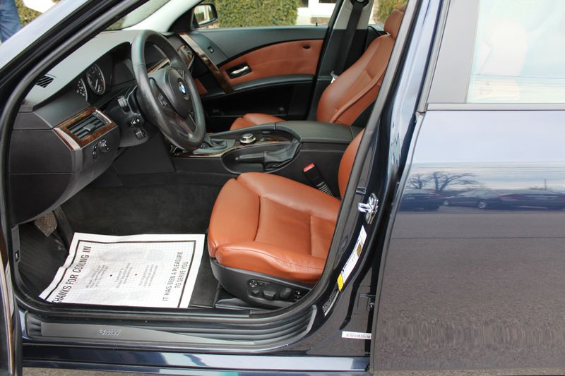 2007 BMW 525xi   Lake Forest IL  Executive Motor Carz  in Lake Forest, IL