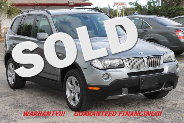 2007 BMW X3 30si  PANORAMIC ROOF WARRANTY 11 SERVICE RECORDS  This 2007 BMW X3 is equippe