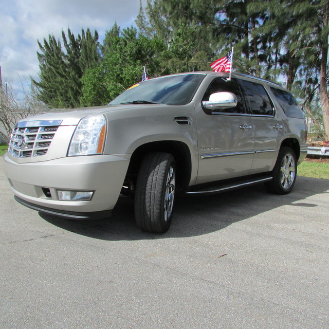 2007 Cadillac Escalade LUXURY 2007 Cadillac Escalade LUXURY SILVER COLOR BLACK LEATHER NAVIGATI