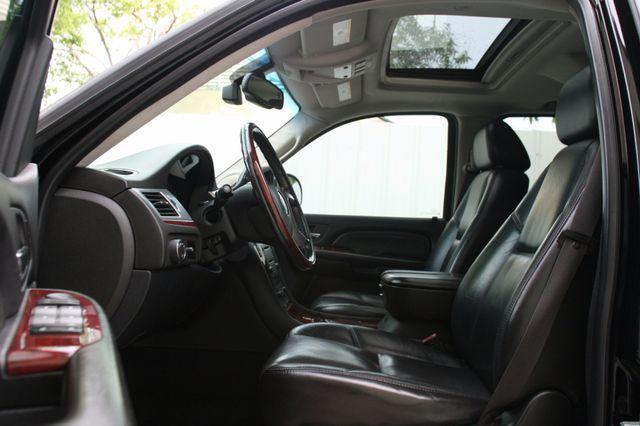 2007 Cadillac Escalade ESV AWD Houston, Texas 12