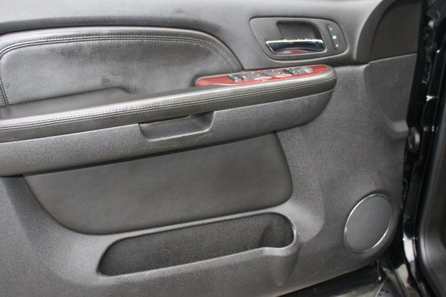 2007 Cadillac Escalade ESV AWD Houston, Texas 14