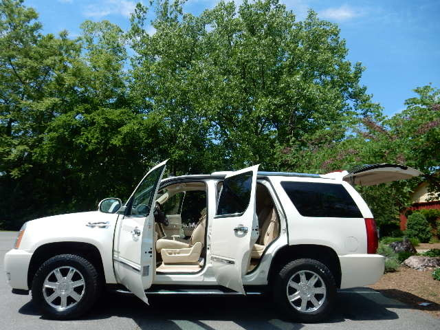 2007 Cadillac Escalade AWD 3RD ROW SEAT Leesburg, Virginia 10