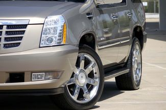 "2007 Cadillac Escalade AWD * 22"" Chromes * SUNROOF * Quads * CAMERA *Bose Plano, Texas 25"
