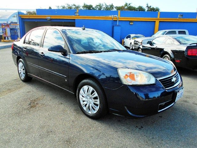 2007 Chevrolet Malibu LT w2LT Limited warranty included to assure your worry-free purchase AutoC
