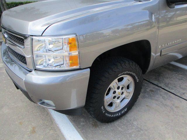 2007 Chevrolet Silverado 1500 LT w/1LT with leather & nice. Plano, Texas 10