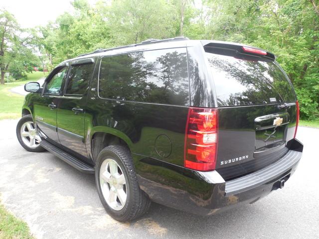 2007 Chevrolet Suburban LTZ Leesburg, Virginia 3
