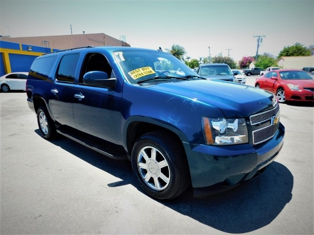 2007 Chevrolet Suburban LT Limited warranty included to assure your worry-free purchase AutoCheck