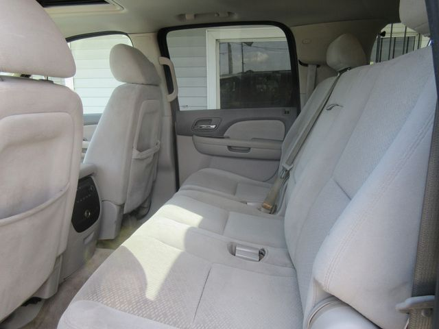 2007 Chevrolet Suburban, PRICE SHOWN IS THE DOWN PAYMENT south houston, TX 9