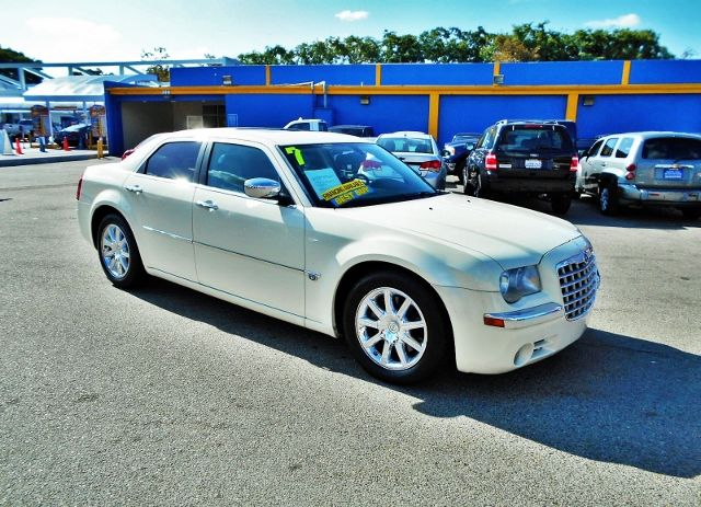 2007 Chrysler 300 C Limited warranty included to assure your worry-free purchase AutoCheck report