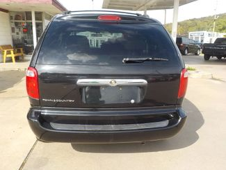 2007 Chrysler Town & Country Fayetteville , Arkansas 3