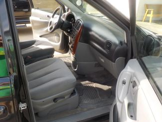 2007 Chrysler Town & Country Fayetteville , Arkansas 6