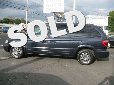 2007 Chrysler Town & Country Limited in , CT