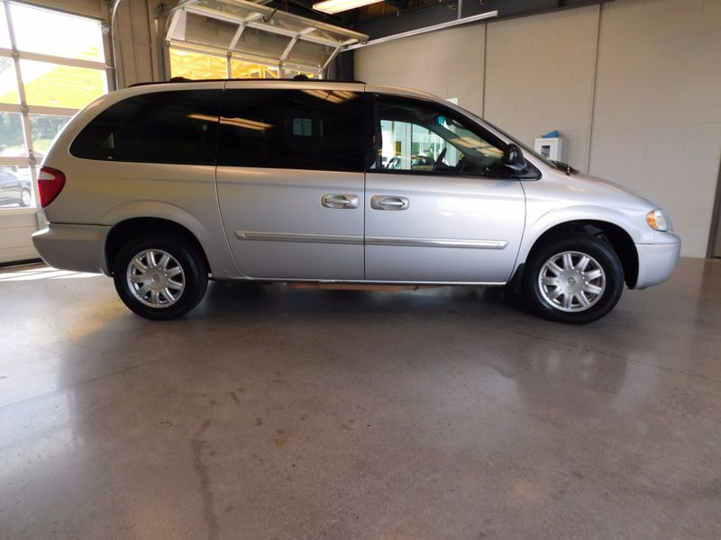 2007 Chrysler Town  Country Touring  city TN  Doug Justus Auto Center Inc  in Airport Motor Mile ( Metro Knoxville ), TN