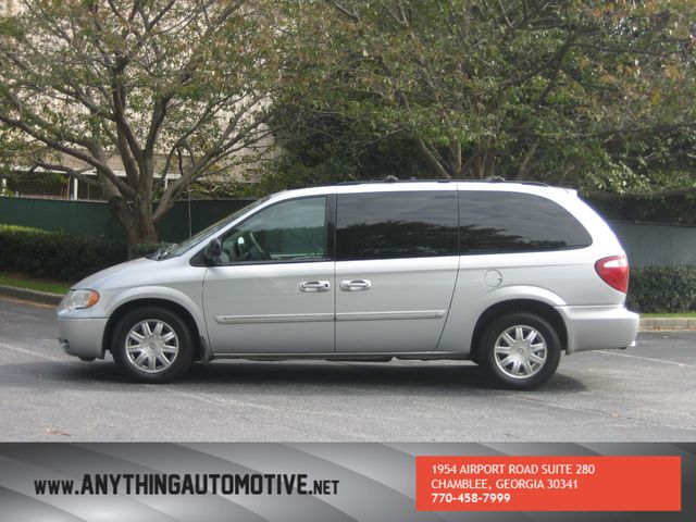 2007 Chrysler Town & Country Touring Chamblee, Georgia 1