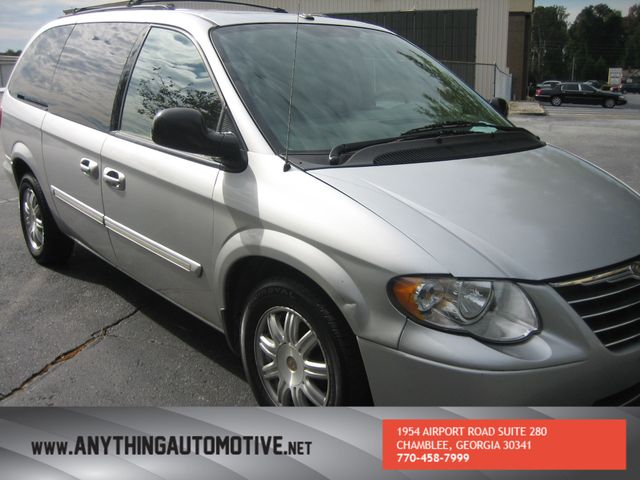 2007 Chrysler Town & Country Touring Chamblee, Georgia 13