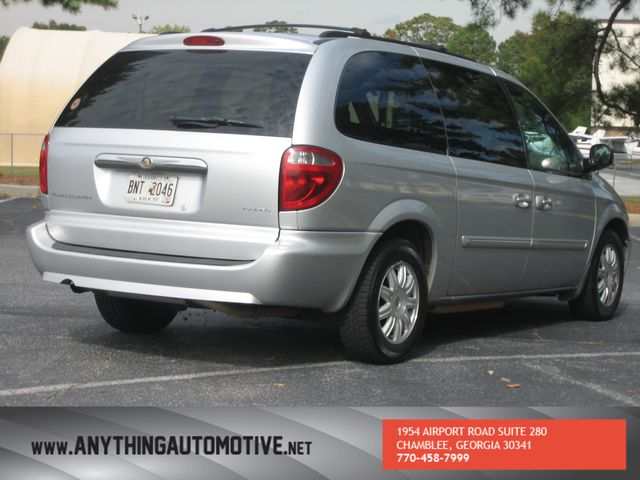 2007 Chrysler Town & Country Touring Chamblee, Georgia 4